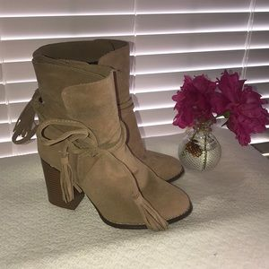 Sz 7 Cato brand NWT (on box) tan ankle bootie.